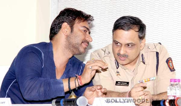 Ajay Devgn, Farhan Akhtar and Akshay Kumar come out in support of Mumbai Police!