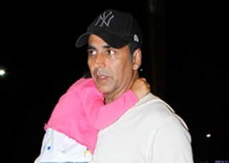 Akshay Kumar leaves for a family holiday with Twinkle and kids Aarav, Nitara!