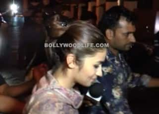 Alia Bhatt mobbed by fans in Bandra last night