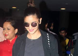 Alia Bhatt smiled coming out of Mumbai airport