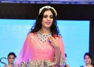 Anjana Sukhani walks the ramp at SSJA Silver Nite Fashion Show 2016
