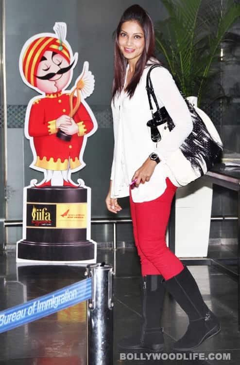 Bipasha Basu, Chitrangda Singh, Shriya Saran leave for IIFA Awards 2012