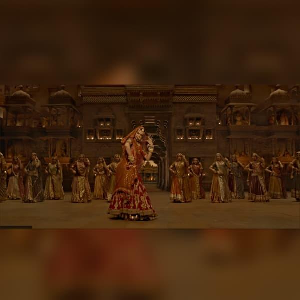 Padmavati song Ghoomar: Deepika Padukone twirling to ...
