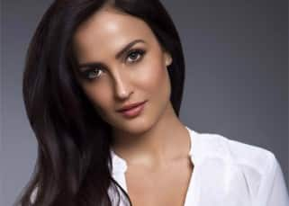 Elli Avram clicked in an amazing pose by Rahul Jhangiani