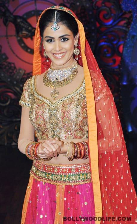Genelia D'Souza on the sets of 'Nachle Ve' with Saroj Khan and Malaika Arora Khan