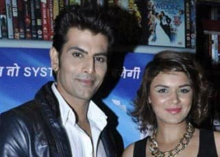 It's a SPLIT for TV actress Aashka Goradia and 'Siya Ke Ram' actor Rohit Bakshi!
