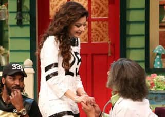 Kanika Kapoor interacting with Sunil Grover on  'The Kapil Sharma Show'