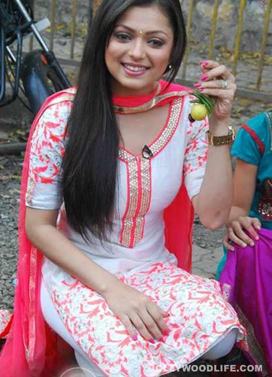 Mission Sapne: Drashti Dhami sells nimbu-mirchi - View pics!