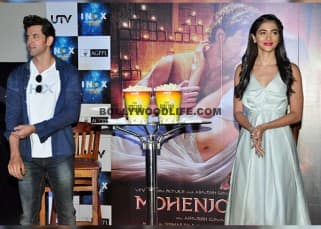 Pooja Hegde and Hrithik posing for cameras during 'Mohenjo Daro' promotions