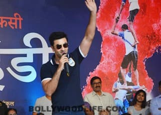 Ranbir Kapoor gives a sporty twist to Dahi Handi celebrations!