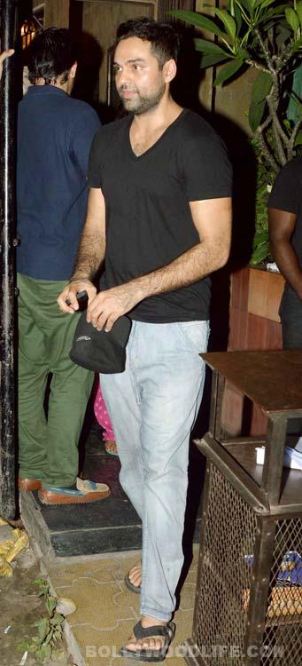 Ranbir Kapoor, Shahid Kapoor, Dino Morea spotted at a suburban restaurant!