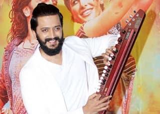 Riteish Deshmukh poses with 'Banjo'