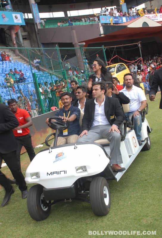 Salman, Sonakshi watch celebs play cricket