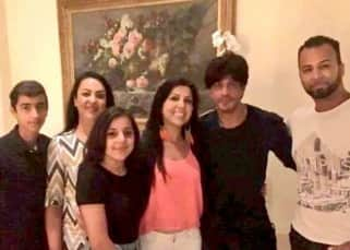 Shah Rukh Khan with his fans in California