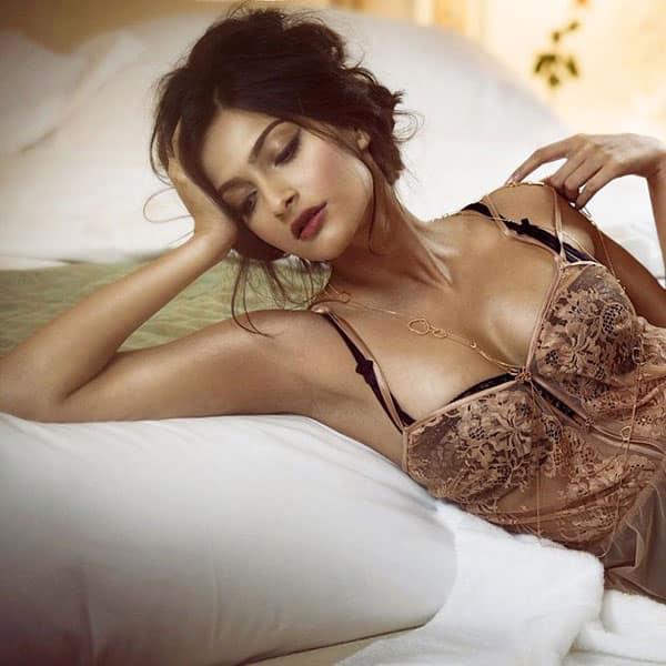 sensuell massasjesalong Kapoor hot video