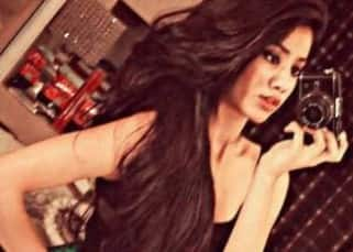 Sridevi's daughter Jhanvi Kapoor knows how to flaunt her 'swag', here is how!!