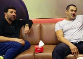 Sunny Deol on set of Bigg Boss 9 with Salman Khan