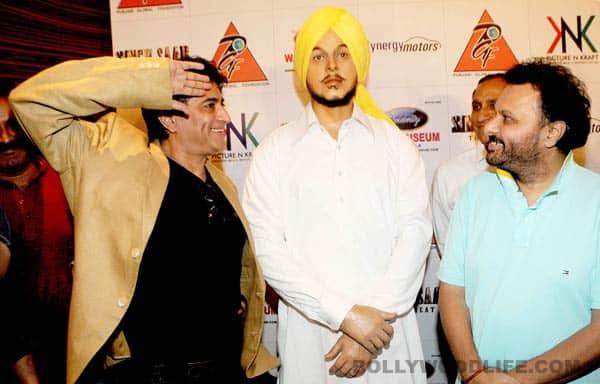 Sunny Deol unveils Shahid Bhagat Singh statue in Mumbai!