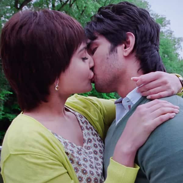 Kissing Videos Of Anushka Sharma