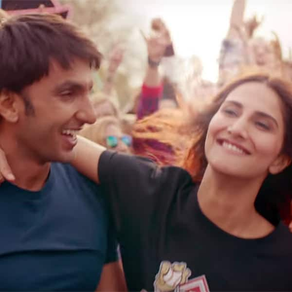 Vaani Kapoor grabs Ranveer Singh and enters the party.