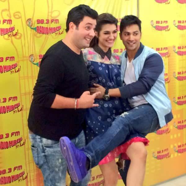 Varun Dhawan and Kriti Sanons Manma Emotion Jaage song