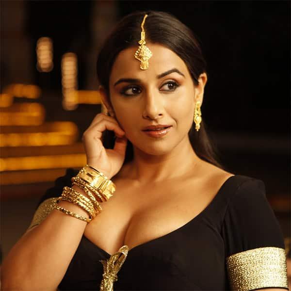 Vidya Balan is looking smokin' hot in this black plunging neckline choli