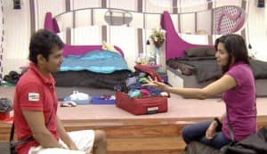 BIGG BOSS 5: Pooja Misrra and Siddharth clean bathroom