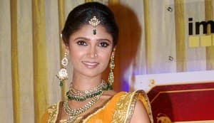 Ratan Rajput is back with Lakhon Mein Ek