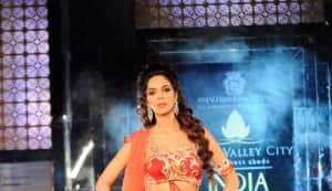 Mallika Sherawat at India Bridal Week 2011