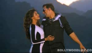Khiladi 786 song Long drive: Akshay Kumar takes Asin for a spin in a Ferrari