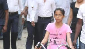 Shahrukh Khan goes for a cycle ride with daughter Suhana