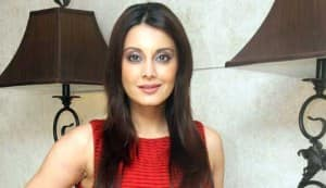 Minissha Lamba runs into trouble at the airport, again!