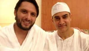 Aamir Khan meets Pakistani cricketer Shahid Afridi while on Hajj