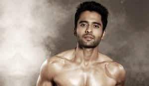 Why does Jackky Bhagnani show off his chaddis?