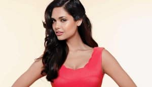 Esha Gupta to host Nat Geo show Super Cars