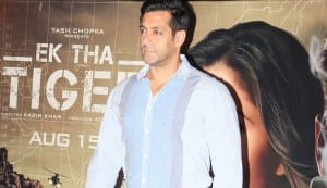 Salman Khan, PM Dr Manmohan Singh pay tribute to Dara Singh