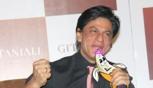 BL Awards 2011: Shahrukh Khan beats Salman Khan for the Best Khan of 2011 title!