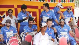 TV celebs play charity cricket match
