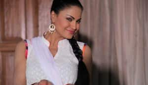 Veena Malik plays eco-friendly Holi on the sets of Nagna Satyam: view pics