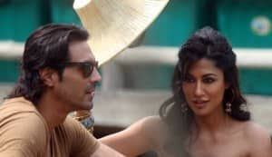INKAAR movie review: Arjun Rampal is stunning and Chitrangda Singh is sensuous!