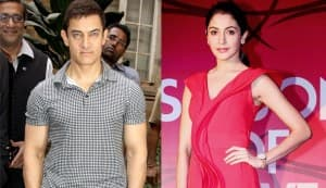 Aamir Khan to lock lips with Anushka Sharma in P.K.!