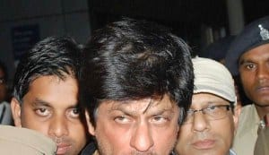 Shahrukh Khan pays fine for smoking in public!