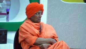 BIGG BOSS 5: Swami Agnivesh does the dirty dishes