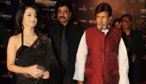 Is Rajesh Khanna ogling at Ameesha Patel?