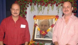 Anupam Kher's unique farewell to his dad