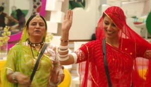 BIGG BOSS 5: Gulabo teaches Pooja Misrra to dance